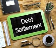 Concetto di regolamento del debito sulla piccola lavagna 3d Fotografie Stock Libere da Diritti