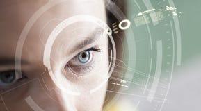 Concetto di riconoscimento dell'iride Computer occhio-compatibile portabile fotografie stock libere da diritti
