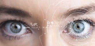 Concetto di riconoscimento dell'iride Computer occhio-compatibile portabile fotografia stock