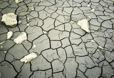 Concetto di riscaldamento globale inaridire stile occidentale di lago del letto del terreno incolto incrinato del deserto fotografia stock libera da diritti