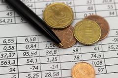 Concetto di risparmio di conto di pianificazione di finanza di affari contabilità, calcoli di affari, conteggio dei contanti fotografie stock libere da diritti