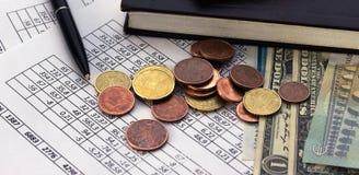 Concetto di risparmio di conto di pianificazione di finanza di affari contabilità, calcoli di affari, conteggio dei contanti fotografia stock libera da diritti