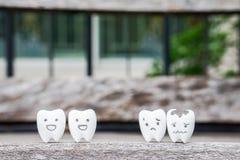 Concetto di salute con i denti sani ed i denti decomposti Fotografia Stock