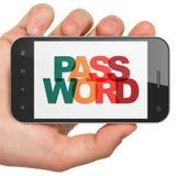 Concetto di segretezza: Mano che tiene Smartphone con la parola d'ordine su esposizione Immagini Stock Libere da Diritti