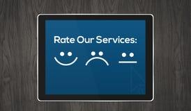 Concetto di servizi di assistenza al cliente con le icone in compressa royalty illustrazione gratis