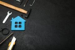 Concetto di servizio della casa di riparazione, costruzione della casa Copi lo spazio per testo fotografia stock