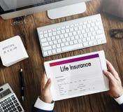 Concetto di sicurezza di applicazione della forma di assicurazione sulla vita fotografia stock libera da diritti