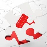 Concetto di sicurezza: Macchina fotografica del Cctv sul fondo di puzzle Immagini Stock Libere da Diritti