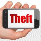 Concetto di sicurezza: Mano che tiene Smartphone con il furto su esposizione Immagine Stock