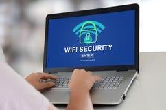 Concetto di sicurezza di Wifi su un computer portatile immagine stock