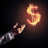 Concetto di soldi che fa con il simbolo di fuoco di valuta del dollaro sul buio Fotografia Stock Libera da Diritti