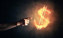 Concetto di soldi che fa con il simbolo di fuoco di valuta del dollaro sul buio Fotografie Stock Libere da Diritti