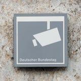 Concetto di sorveglianza: Segno del monitoraggio a Deutscher Bundestag a Berlino, Germania fotografia stock