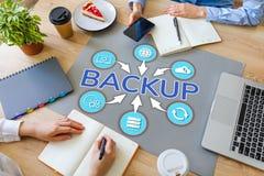 Concetto di sostegno di tecnologia di Internet di recupero di sicurezza di dati utenti sul desktop dell'ufficio fotografia stock libera da diritti