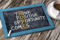 Concetto di speranza: pensi che l'opportunità positiva venga Immagini Stock