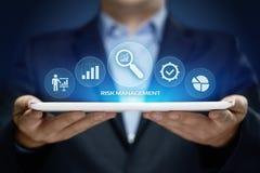 Concetto di tecnologia di affari di Internet di investimento di finanza di piano di strategia di gestione dei rischi fotografia stock libera da diritti