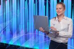 Concetto di tecnologia, di comunicazione e di investimento Immagine Stock