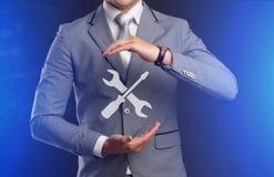Concetto di tecnologia di Internet di affari L'uomo d'affari sceglie Suppor Fotografia Stock