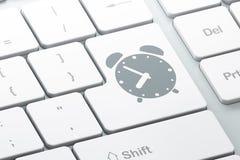 Concetto di tempo: Sveglia sulla tastiera di computer Fotografia Stock Libera da Diritti