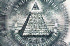Concetto di teoria di cospirazione Tutti gli occhio e piramide vedenti sulla banconota del dollaro di U.S.A., macro foto immagine stock