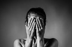 Concetto di timore, vergogna, violenza domestica fotografie stock libere da diritti