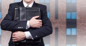 Concetto di un uomo d'affari sollecitato sotto pressione Timore di perdita del posto di lavoro immagine stock libera da diritti