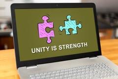Concetto di unità su un computer portatile Fotografie Stock