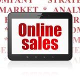 Concetto di vendita: Computer della compressa con le vendite online su esposizione Immagini Stock