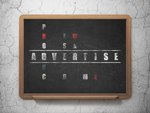 Concetto di vendita: la parola annuncia nella soluzione Fotografia Stock