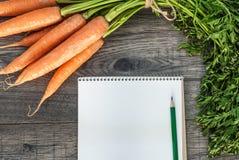 Concetto di verdure di forma fisica della carota Vista superiore fotografia stock libera da diritti