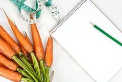 Concetto di verdure di forma fisica della carota Vista superiore fotografie stock