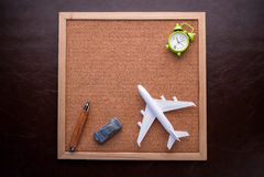 Concetto di viaggio con il pannello di sughero Fotografie Stock