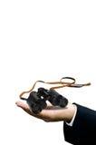 Concetto di visione, binoculare a disposizione isolato Immagini Stock