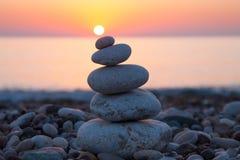 Concetto di zen con le rocce equilibrate Fotografia Stock Libera da Diritti