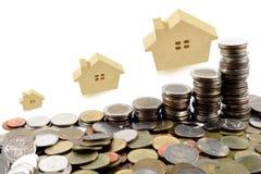 Concetto domestico di casa di ipoteca dell'acquisto del giocattolo di legno Fotografie Stock Libere da Diritti