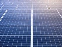 Concetto economizzatore d'energia di industria di ecologia dei pannelli solari fotografia stock libera da diritti