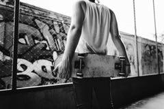 Concetto estremo di sport di stile libero di pratica di skateboarding Fotografia Stock Libera da Diritti