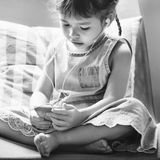 Concetto felice della ragazza allegra di Adolescene del bambino della prole fotografia stock libera da diritti