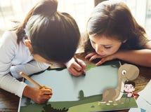 Concetto felice di immaginazione di infanzia dei bambini dei bambini Immagine Stock
