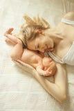 Concetto felice di maternità - madre e neonato felici Fotografia Stock Libera da Diritti