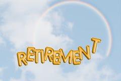 Concetto felice di pensionamento, cielo blu, arcobaleno Libertà, sogni e speranze con la parola del testo Futuro ottimista lumino immagine stock