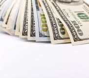 Concetto finanziario, mucchio, cento fatture di dollaro americano, soldi, fondo bianco, vista superiore, spazio della copia per i Fotografia Stock Libera da Diritti