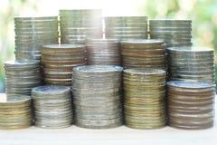 Concetto finanziario, mucchio delle pile differenti della moneta Fotografie Stock