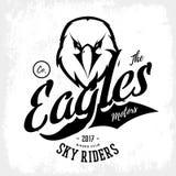 Concetto furioso d'annata di logo di vettore del club del gruppo dei motociclisti dell'aquila isolato su fondo bianco Fotografie Stock Libere da Diritti