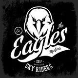 Concetto furioso d'annata di logo di vettore del club del gruppo dei motociclisti dell'aquila isolato su fondo nero Fotografia Stock Libera da Diritti