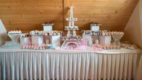 Concetto gastronomico culinario del partito di buffet di cucina di approvvigionamento dell'alimento dolci del dessert di varietà  fotografie stock