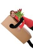 Concetto: il deliverer del pacchetto con i fiori sta abbracciando una donna Immagini Stock Libere da Diritti