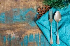 Concetto italiano della cena di Natale della pasta con il tovagliolo e il chri blu Immagini Stock