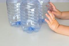 Concetto libero e di risparmio di plastica del pianeta Immagine concettuale per l'anti campagna di plastica fotografia stock