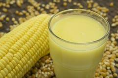 Concetto maturo del raccolto della natura dell'alimento del raccolto dell'azienda agricola del grano del latte del cereale Immagine Stock